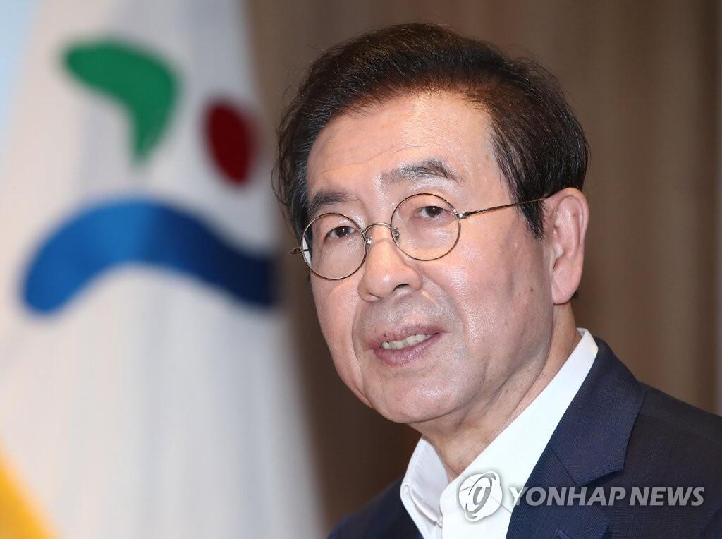【电子商务网站快猫网址】_韩媒:首尔市长今天上午背包、戴帽离开官邸