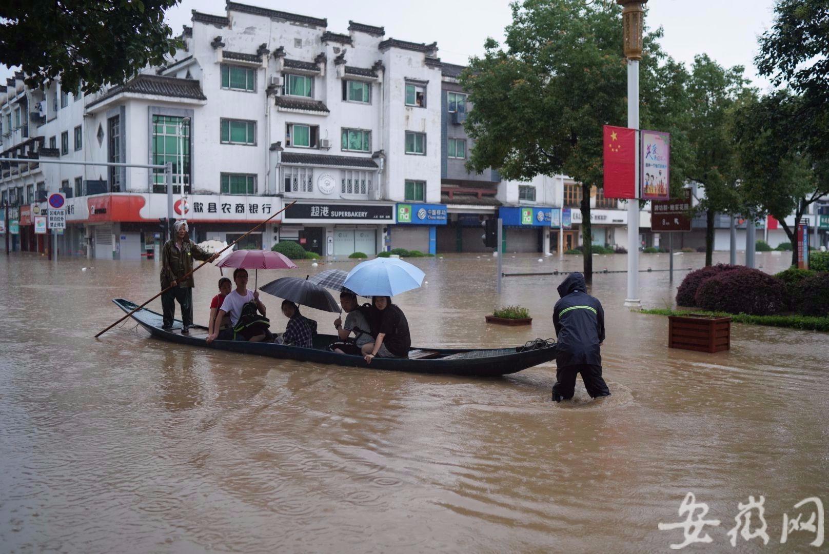 【搜索引擎优化培训】_考前城区内涝致道路阻断 当地用小船接送考生