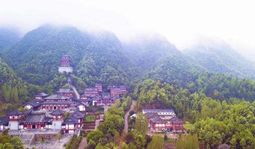 河南佛教学院(图片来源:桐柏山木雕博物馆)