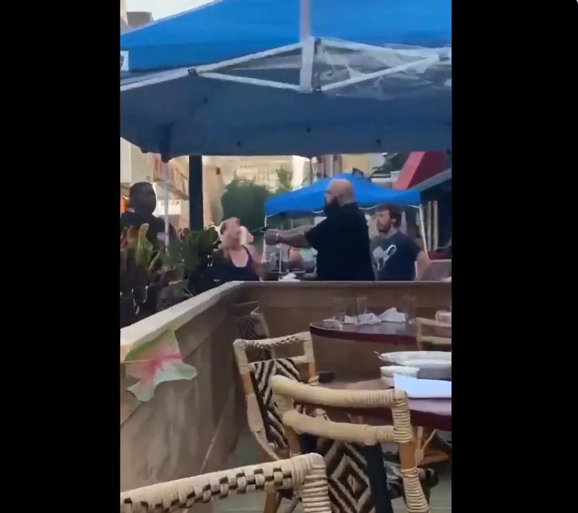 美国黑人指责餐厅缺乏社交隔离 却遭白人拔枪威胁