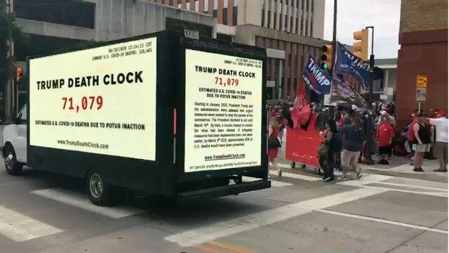 """名为""""特朗普死亡时钟""""的卡车 图源:《国会山报》"""