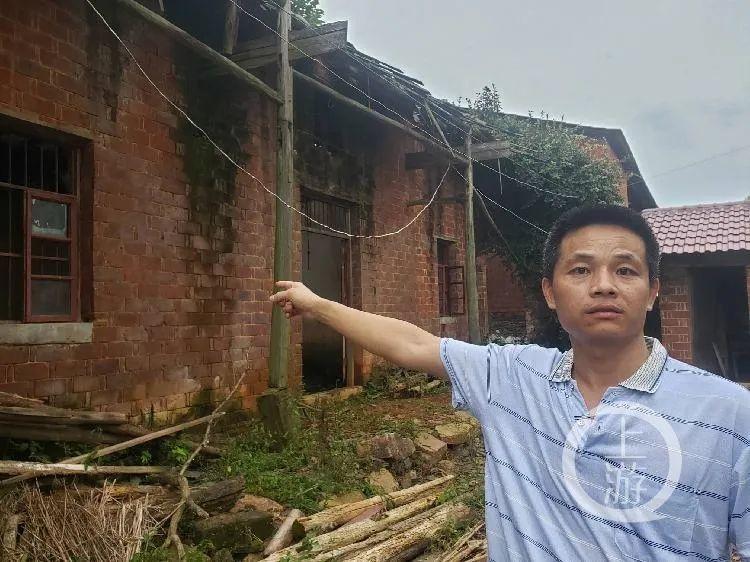 7月7日,南昌市进贤县民和镇张家村,张玉环的弟弟张平凡说,二哥家的老房房顶已坍塌,无法住人。/记者 肖鹏