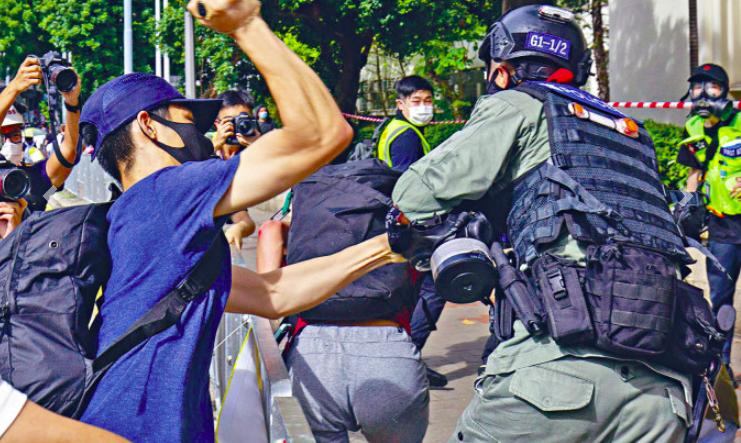 【厦门网站优化】_香港袭警男子潜逃最后目的地是台湾 岛内网友:专收垃圾