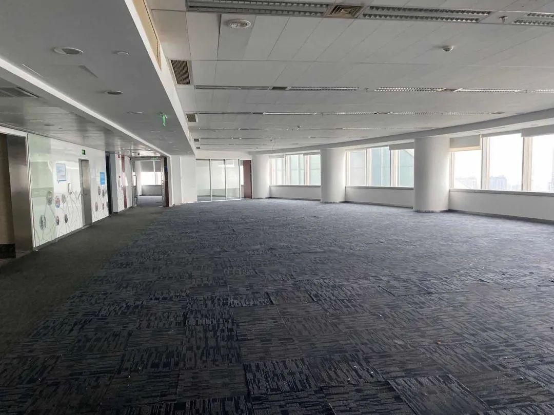微貸網原辦公室早已人去樓空,一片廢墟感。(時代周報記者 劉科/攝)