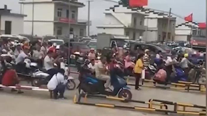 长江九江段水位超警3米!官方发出撤离通知 撤离现场曝光