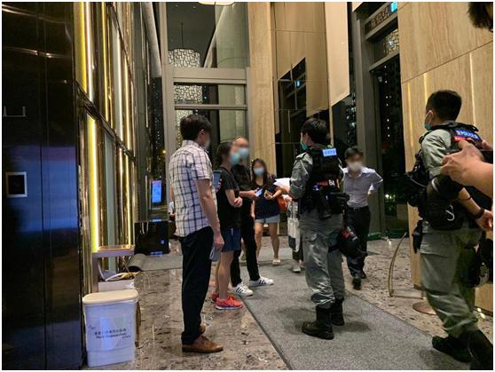 警方正在疏散附近居民。图源:香港警方脸书账号