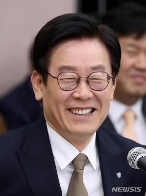 【额尔古纳市贴吧】_韩国总统热门人选明日受审 最高法院罕见直播
