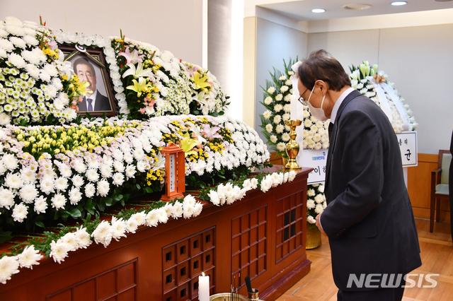 【莱芜快猫网址】_女秘书控诉被首尔市长猥亵4年 韩国执政党党首道歉