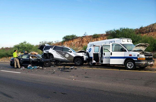 又一辆特斯拉电动汽车在美国撞上警车 司机承认使用Autopilot