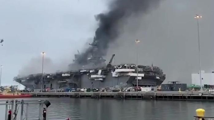 """连烧两天后 美国海军""""好人理查德""""号舱内画面首曝光"""