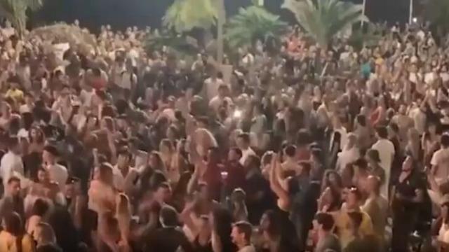 不堪入目!法国街头5000人毫无防护疯狂蹦迪