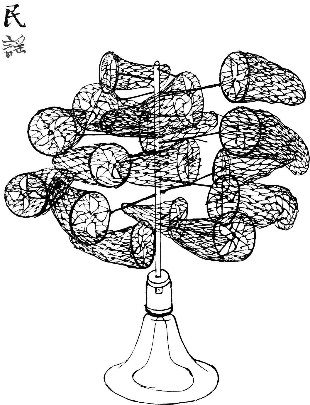 一个捕捉蝴蝶用的网兜,内部装上风车,成为捕风的器具。多个这样的网兜插成树状。底座为大喇叭。