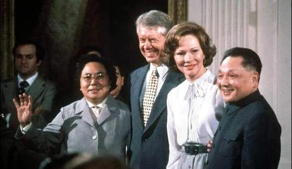 1979年1月1日,中美兩國正式建交。1月29日─2月5日,鄧小平訪問美國。