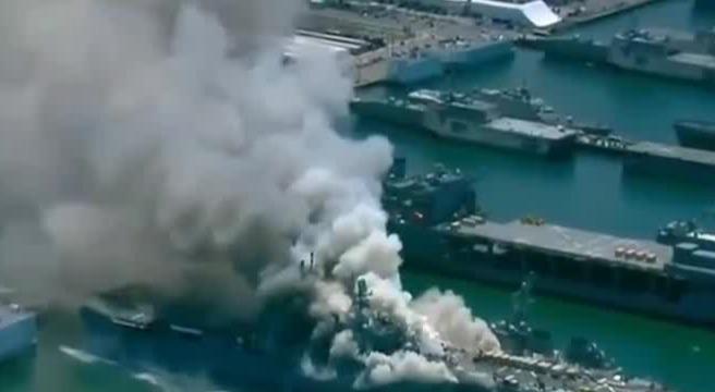 现场!美两栖攻击舰在海军基地爆炸起火数十人受伤