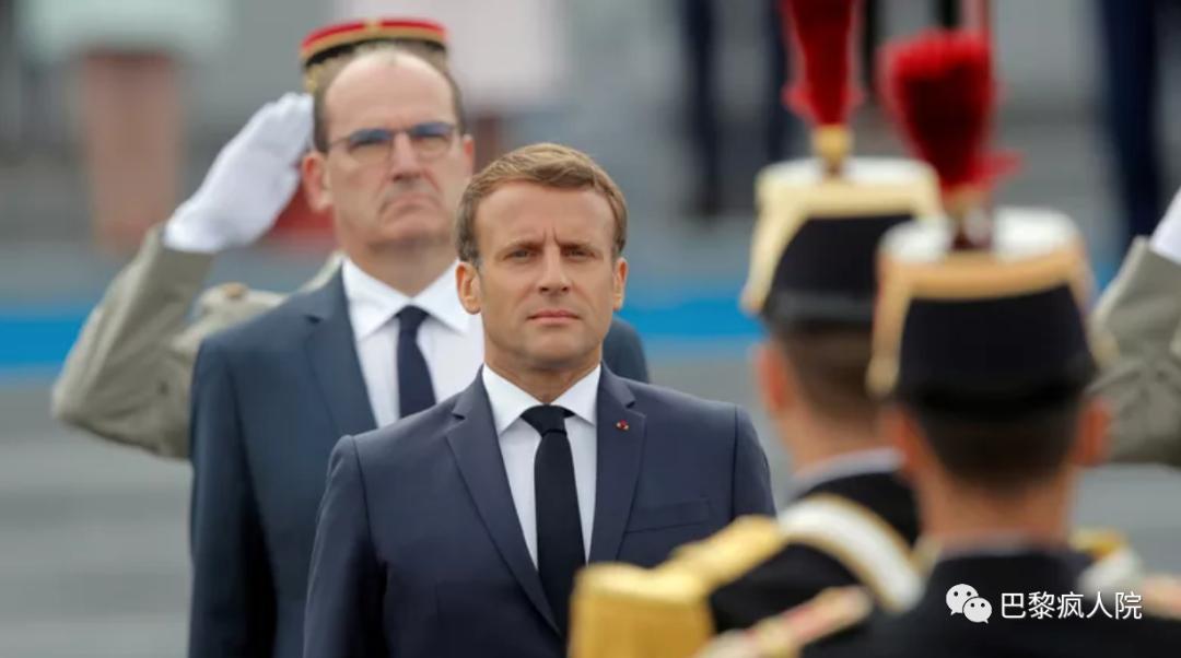【google pr】_法国国庆仪式 天空中飘来反对马克龙横幅