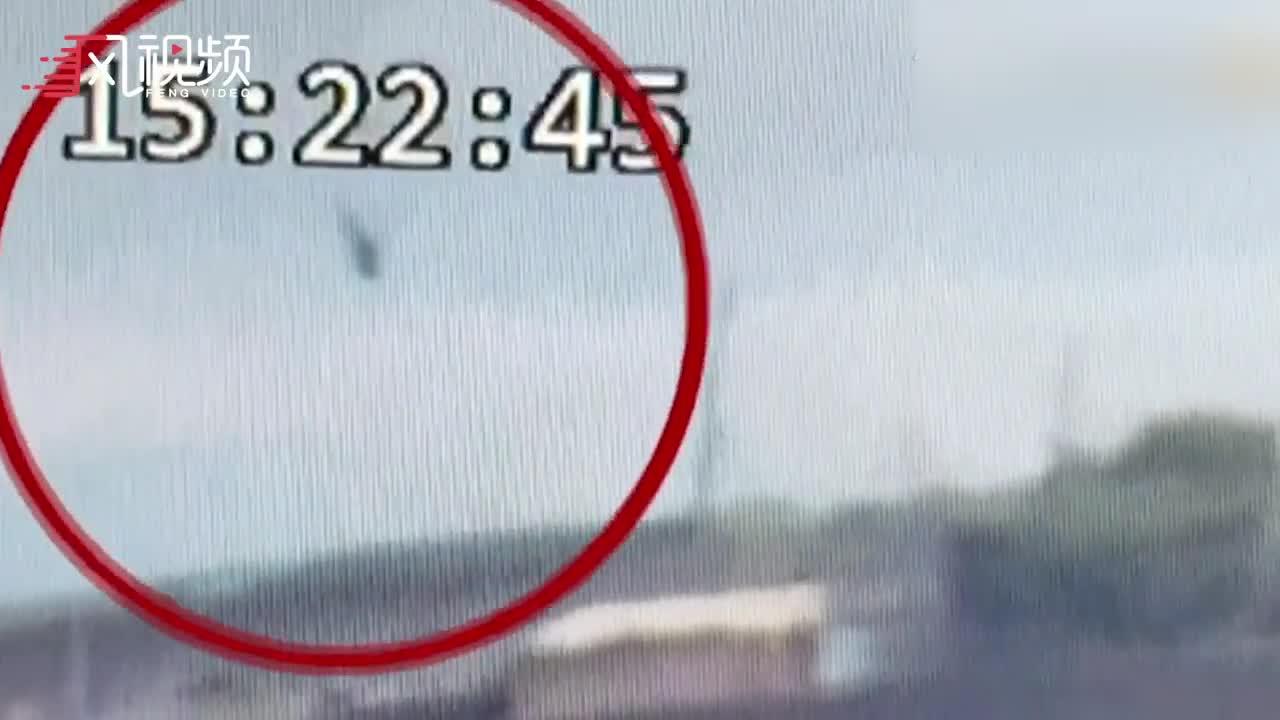 台湾直升机坠毁画面曝光!飞机垂直坠落 瞬间爆炸起火