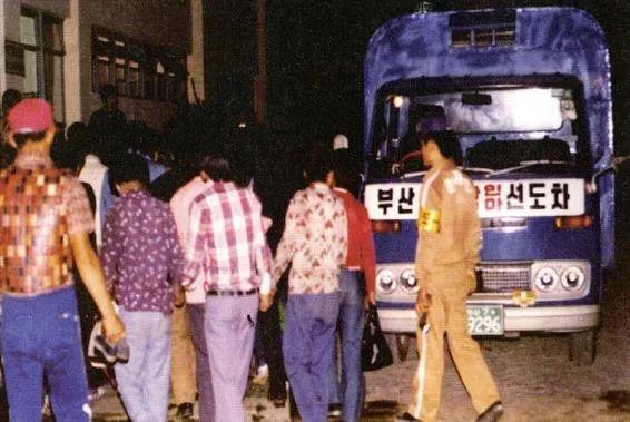 釜山市运送流浪者的车辆。图片来源:兄弟福利支援财团(2010年),釜山市政府研究资料。