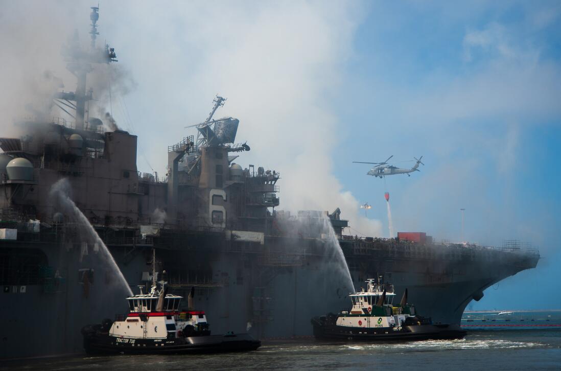 """【滁州炮兵社区app】_美军舰大火烧到舰员""""只剩一身衣服"""",民众看不下去了"""