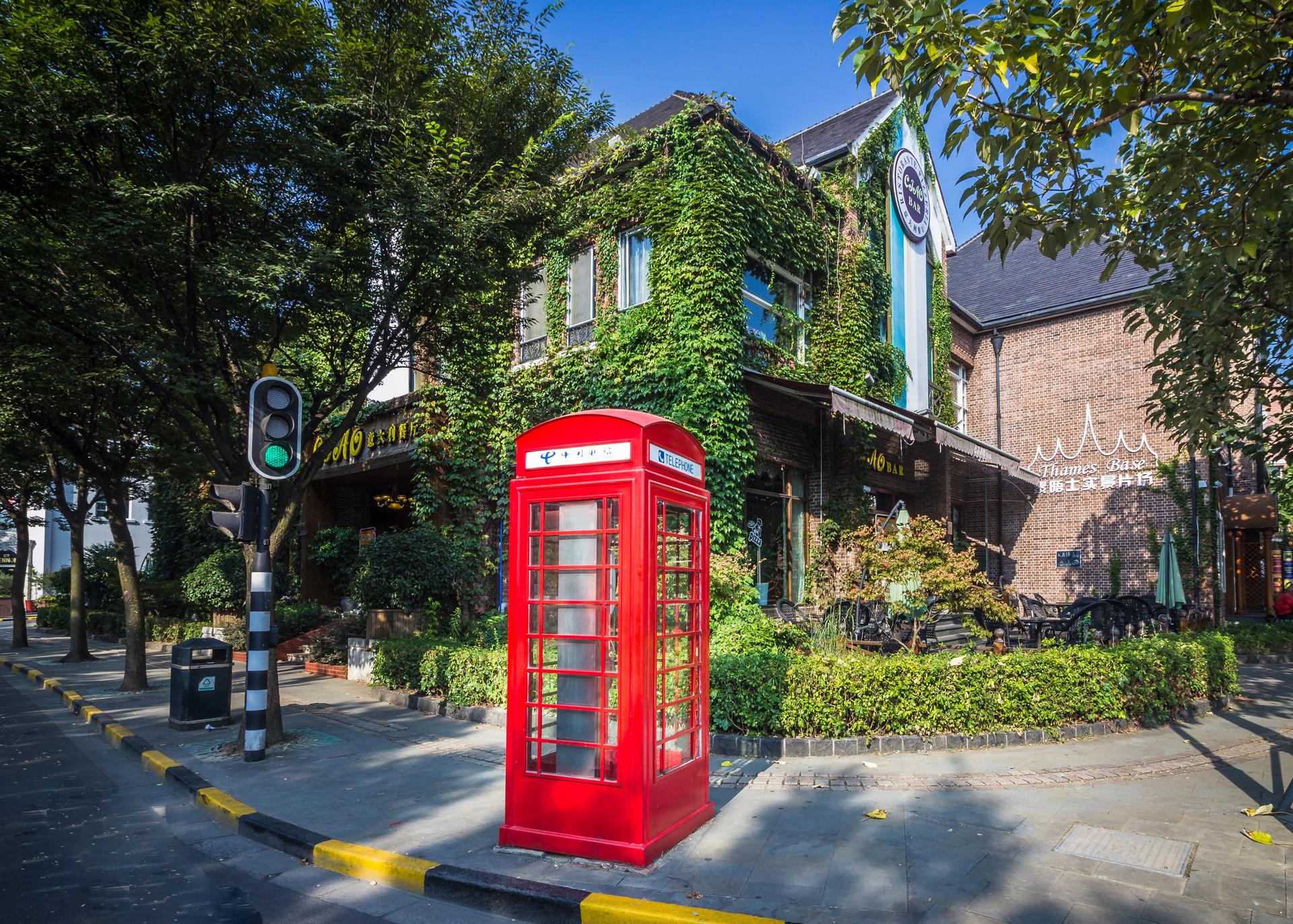 申城生活札记:门头牌匾和电话亭里的上海气质