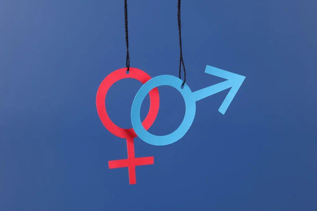 """16岁跨性别女孩遭遇""""性别扭转治疗"""":被母亲送去注射、电击、循环羞辱"""