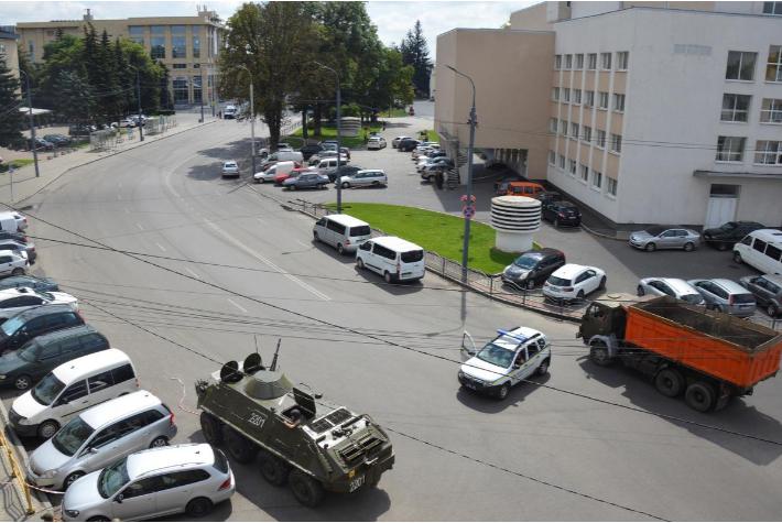【一多秀直播大厅系统培训】_乌克兰警方确认劫持大巴男子身份 现场出现装甲车