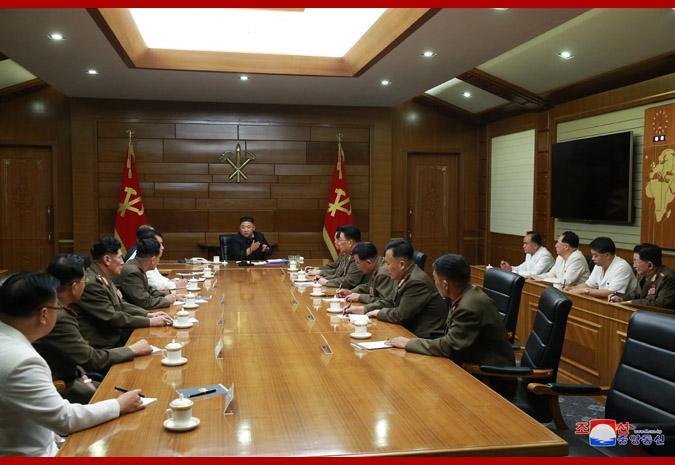 【久久热在线实战】_金正恩主持朝鲜中央军委扩大会议:讨论诸多议题 签署多项命令