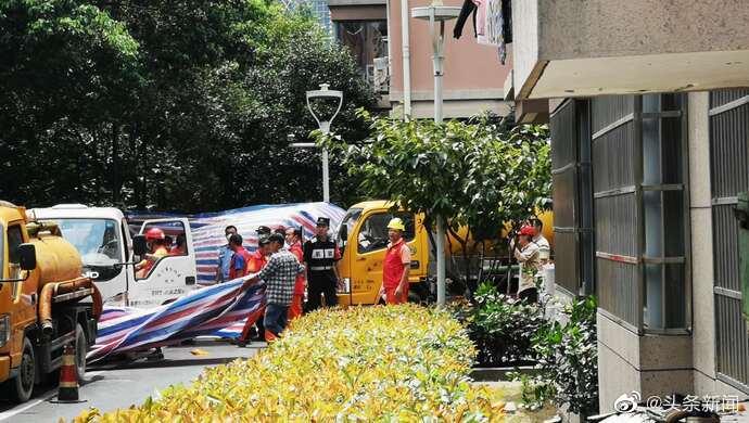 深圳私人伴游_杭州女子失踪后续:下午1时,化粪池周边被编织袋围起
