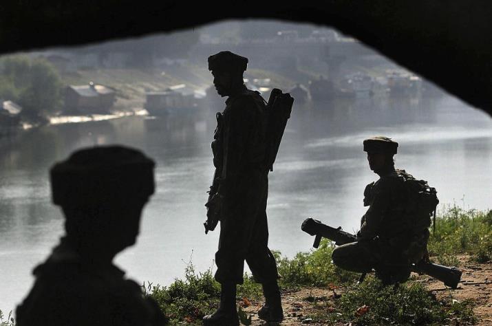 印军一天内报告3名士兵非自然死亡:自尽、踩地雷、步枪走火