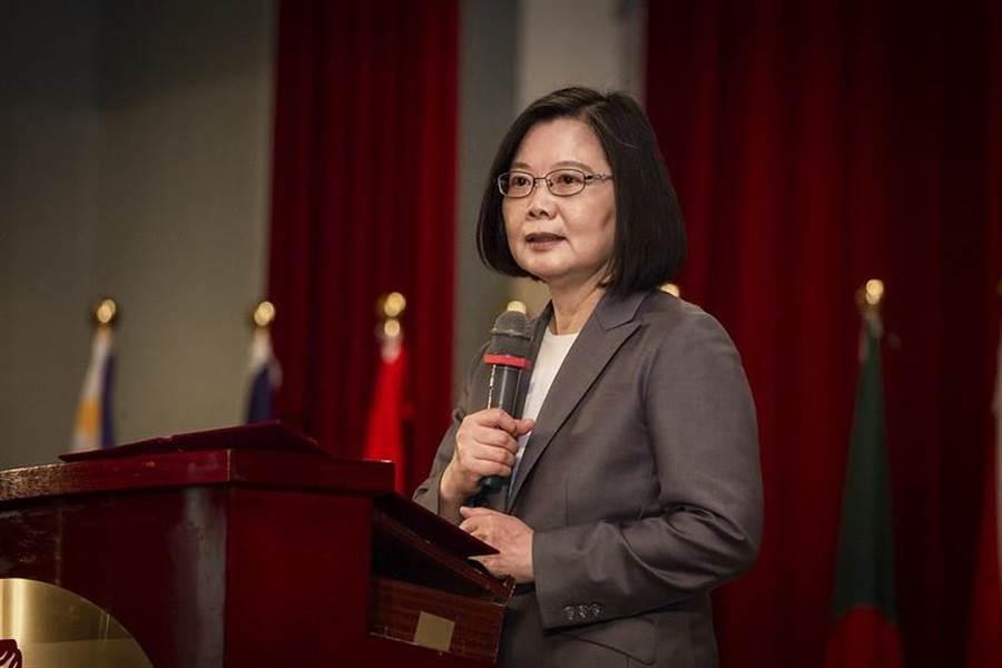 """蔡英文又画大饼:把台湾建成""""亚洲高阶制造中心"""""""