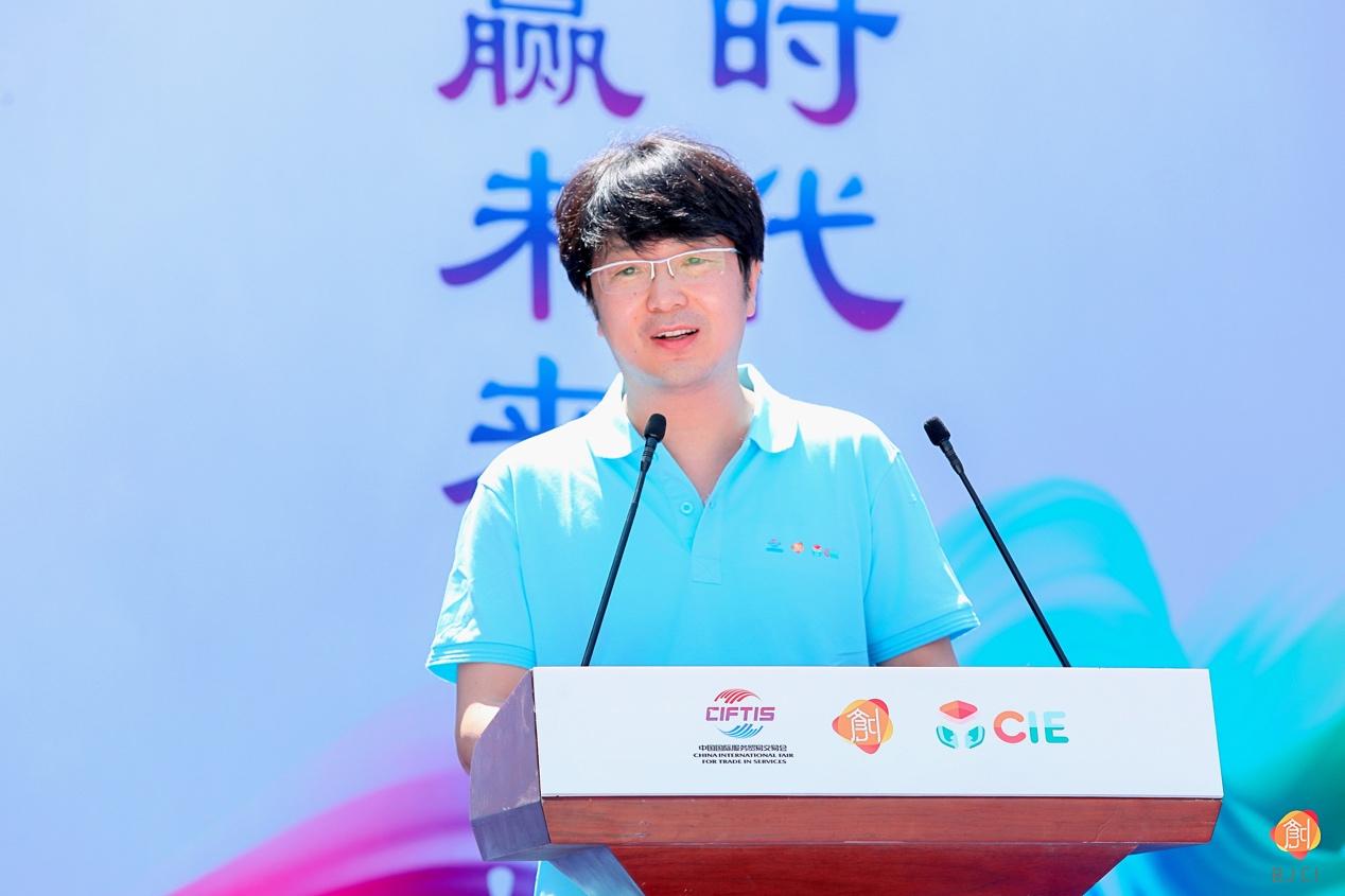 北京东方嘉诚文化产业发展有限公司副总裁杨立恒发布本届大赛创业服务方案