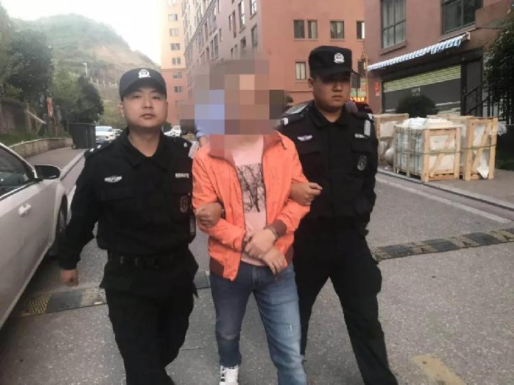【雅虎排名】_江西赣州警方突袭涉黄直播现场抓14人,有人男扮女装色情表演