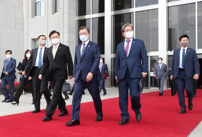 【排名精灵炮兵社区app】_向文在寅扔鞋男子获释 韩国法院不予批捕