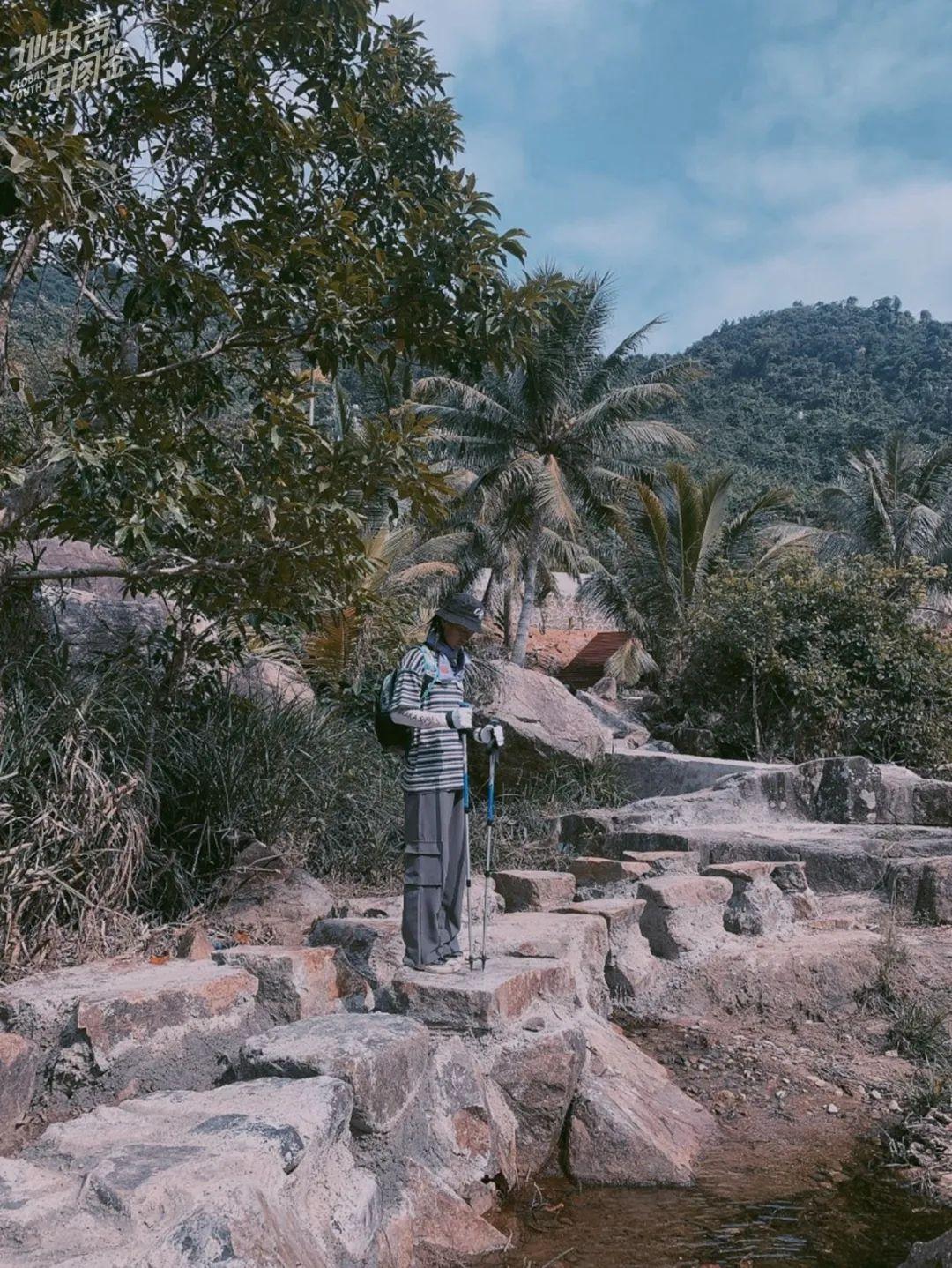 △ 东子在岛上废墟探险
