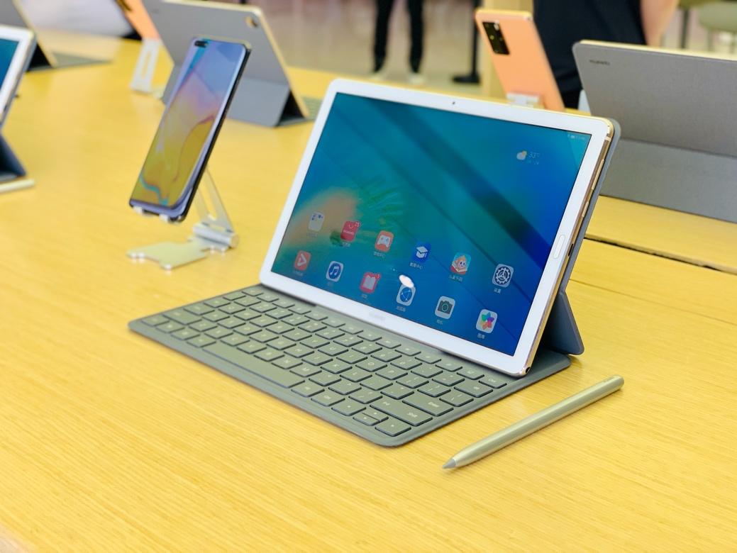 华为发布10.8英寸MatePad 支持手写笔和键盘售2399元起