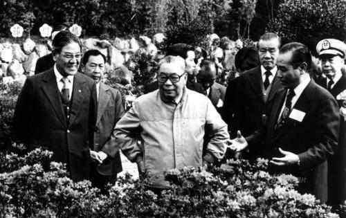 李登辉(左)与蒋经国合影