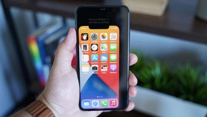 5.4英寸苹果iPhone 12屏幕机身有多小?虚拟模型显示真单手可握