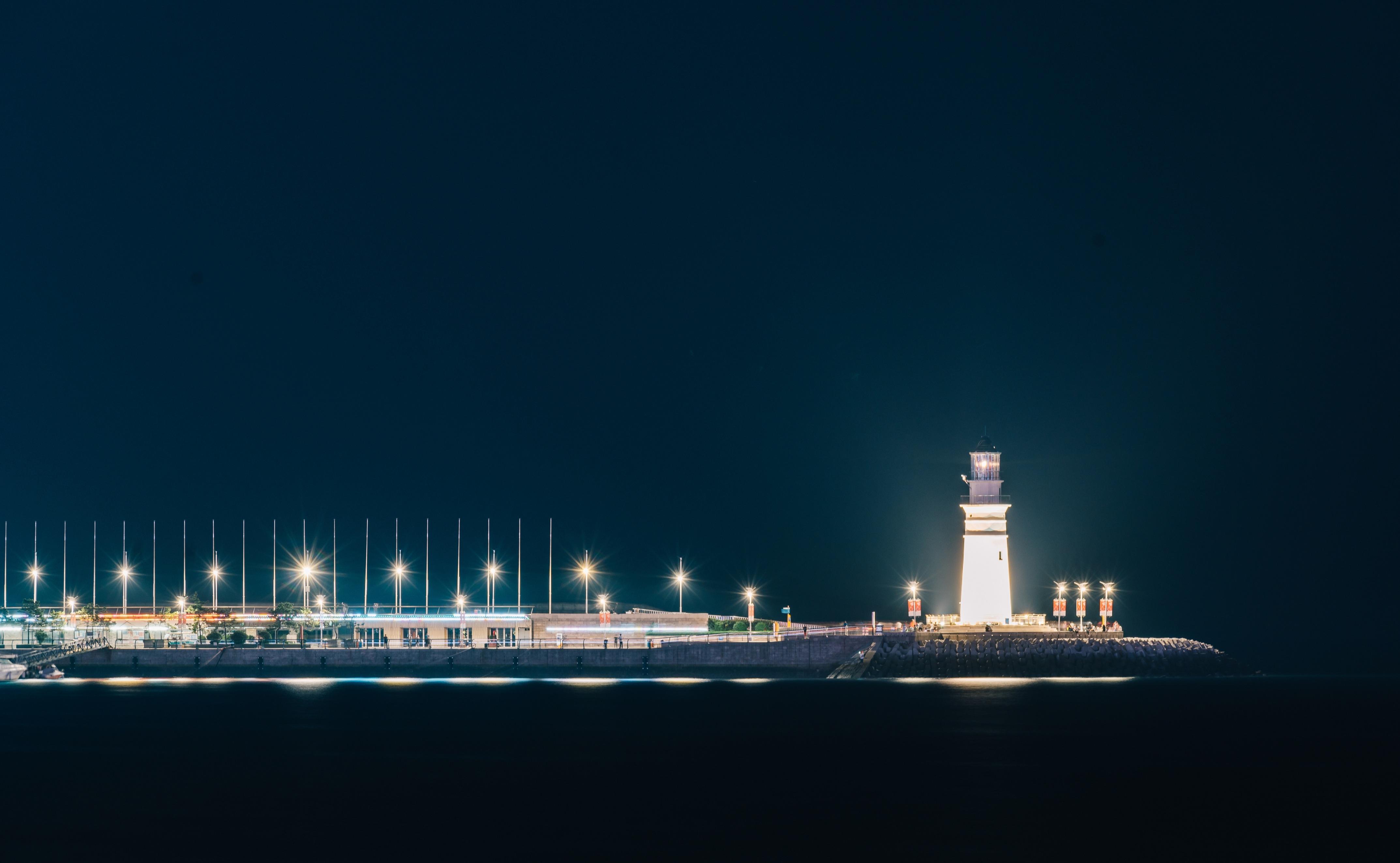 小青岛灯塔:琴屿飘灯,照亮心中的光