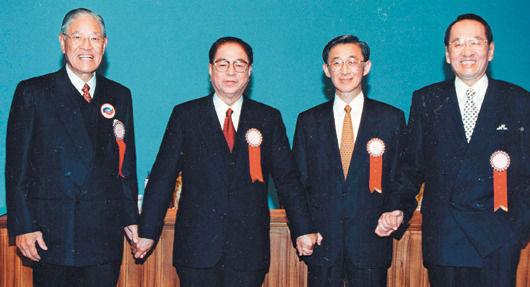 李登辉(左一)与林洋港(左二)等人合影