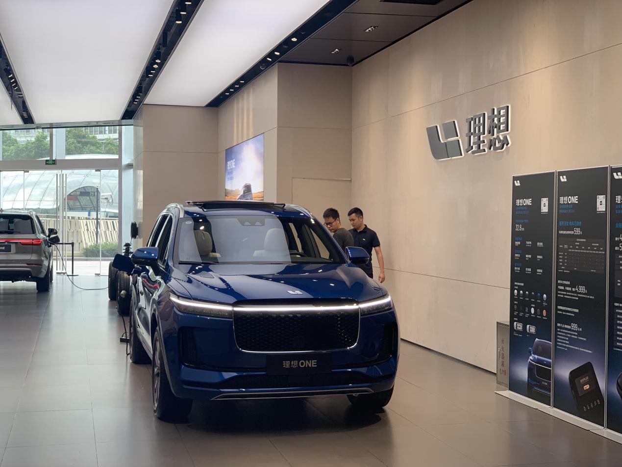 图| 理想one,记者摄于理想汽车上海世纪汇零售中心