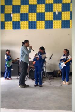 | 高虎与孩子们合唱