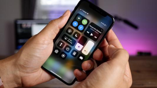 爆料:iPhone SE 2021 或采用电源键 Touch ID 设计,6.1 寸大屏加持_凤凰网