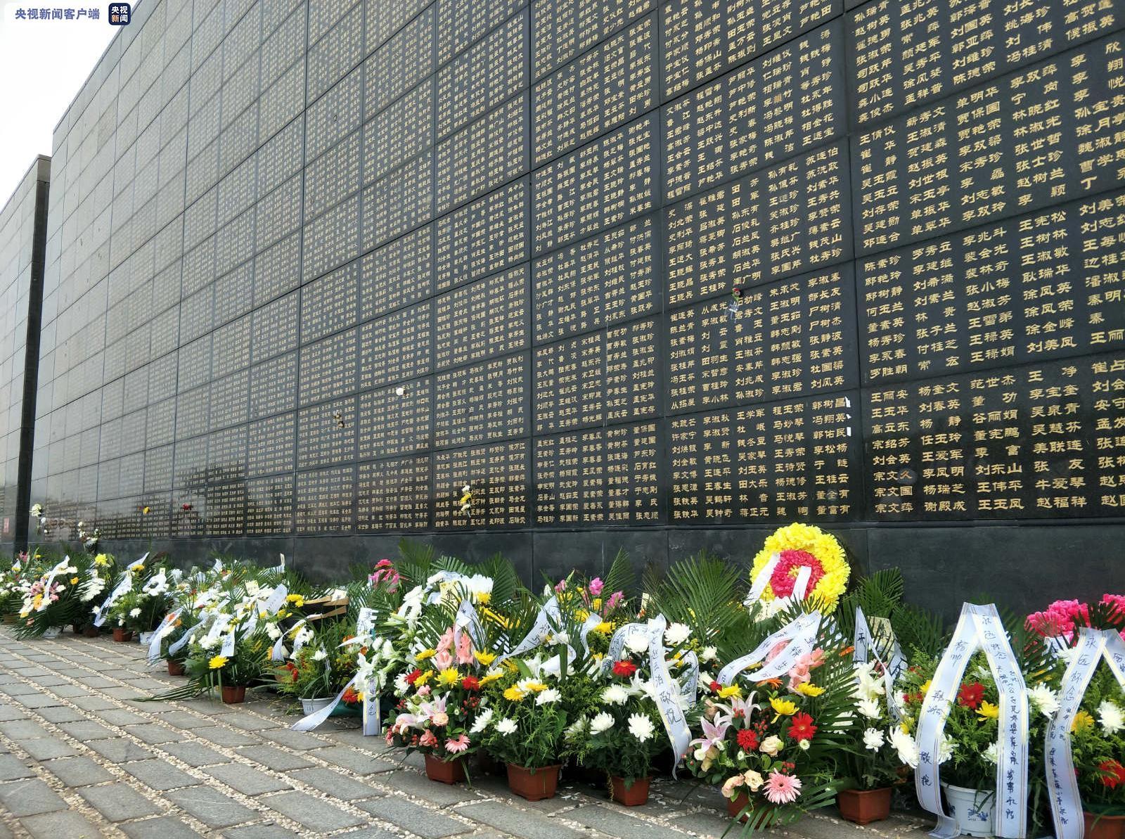 【网站运营数据分析】_唐山大地震44周年 遇难者家属在纪念墙前缅怀亲人