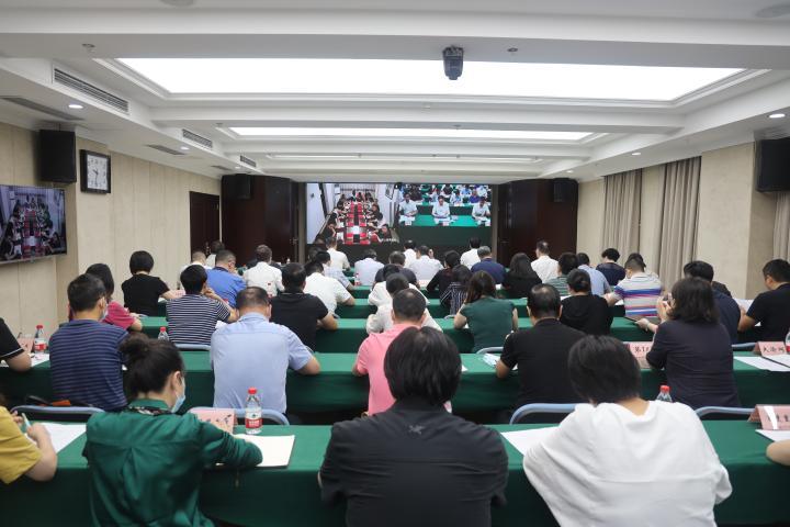 """重庆市商业网站平台和""""自媒体""""集中整治暨未成年人暑期网络环境专项整治工作会议举行。重庆市委网信办供图"""