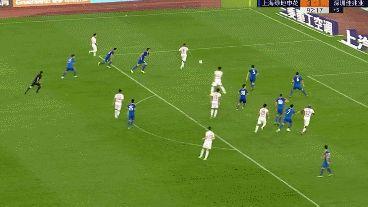 GIF:世界级的反应!曾诚托出郜林近距离大力抽射