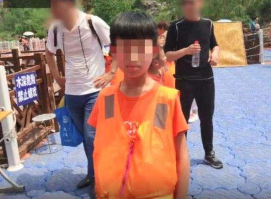 """【赢咖3老】_少年在厕所死亡排除他杀 """"意外线索""""让家属开棺验尸"""
