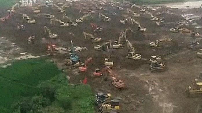 实拍:安徽戴家湖漩涡附近 几十台挖掘机忙碌封堵