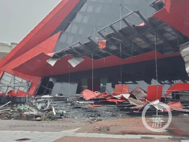 6月8日,上海青浦区,吉盛伟邦家具村标志性建筑被拆除。/受访者供图