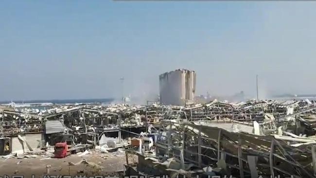 爆炸后18小时重返现场:大楼被炸平,贝鲁特富人区一片狼籍