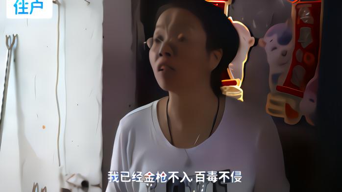 """广州""""桥中房""""业主:还有谁能承受万人围观 我已刀枪不入百毒不侵"""