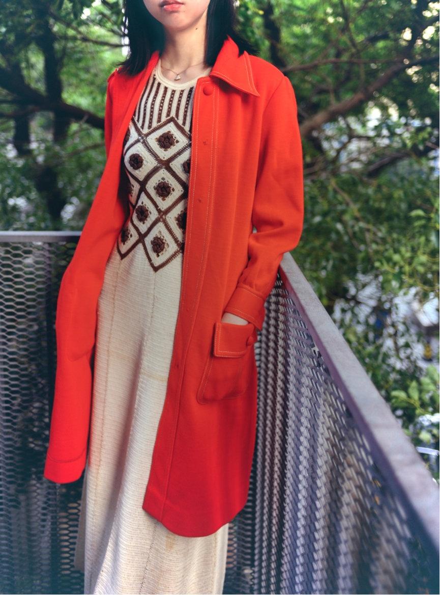金宇澄献出一件红色连衣裙
